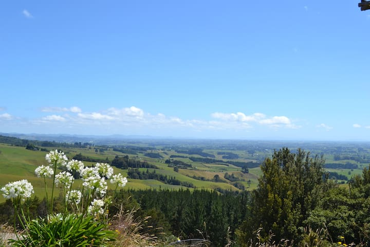 Mt Pirongia Guest House -  free breakfast & views