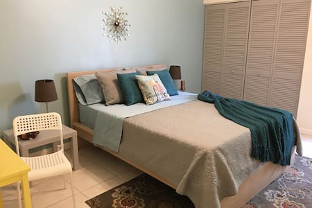 Cozy and comfortable room+bathroom - Pembroke Pines - Villa