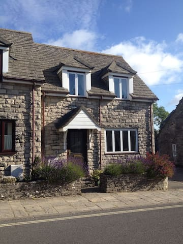 3 Davall Cottages - Charming Dorset Holiday Home