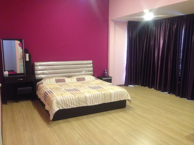 Sandakan XXL Terrace -4Rooms-12pax