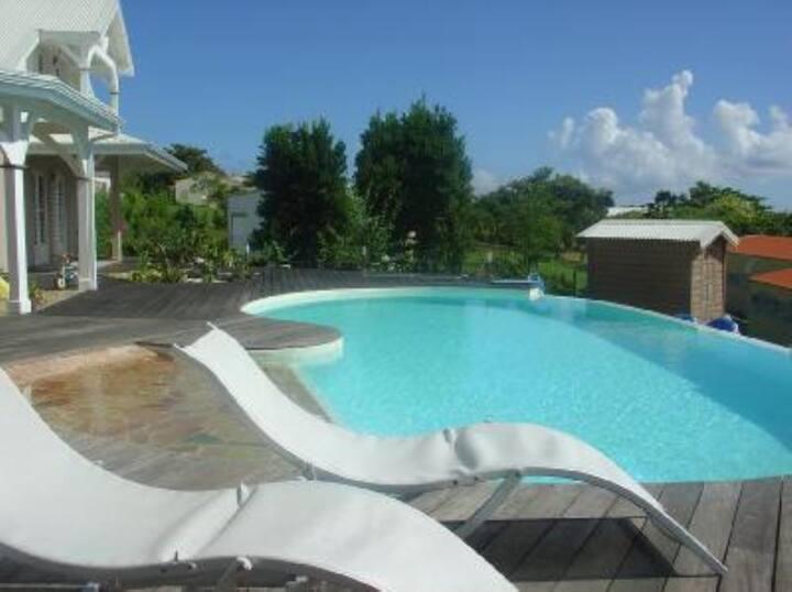 Bungalow vue piscine