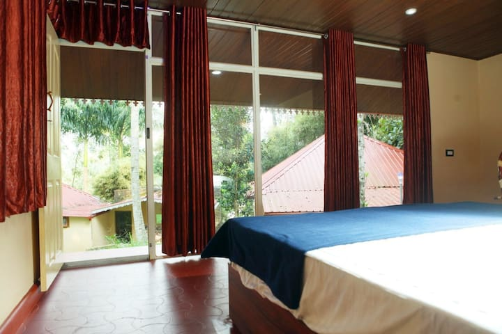 VACATION HOME- PRIVATE ROOM @ RAMAKKALMEDU-2
