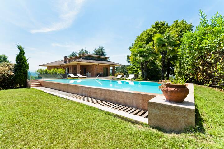 Luxury panoramic villa on the hills close to Alba