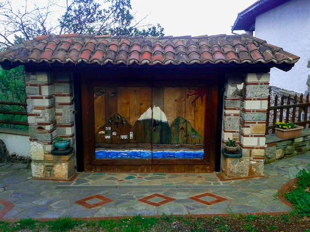 Κτήμα Κουμαριά-Forest residence in Olympus