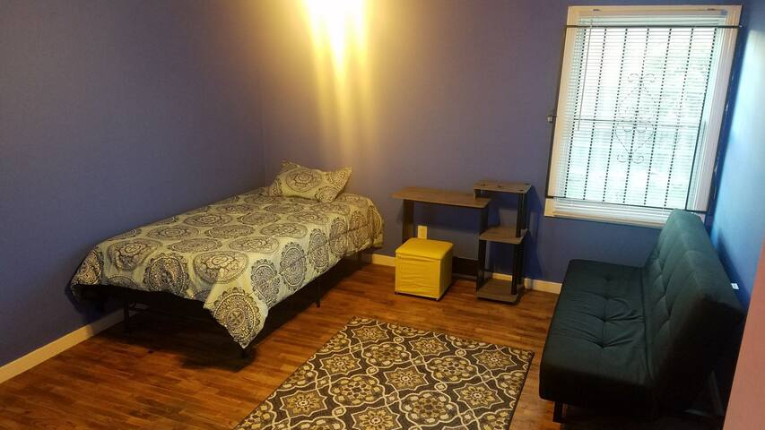 Private Room B for 1 near OAK Airport