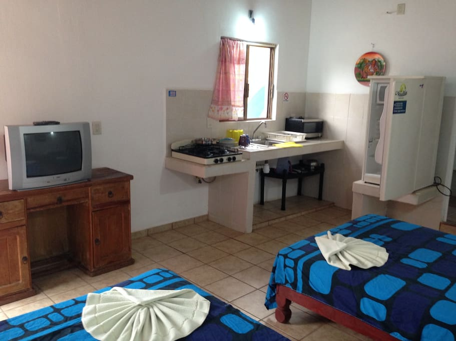 New Suite`s x Rent week & Month without climbing stairs ****Ground level Kitchen on the same Room  microwave + doble Bed One room  $9000 pesos mexicanos x month, especial rate Kitchen and bed same room