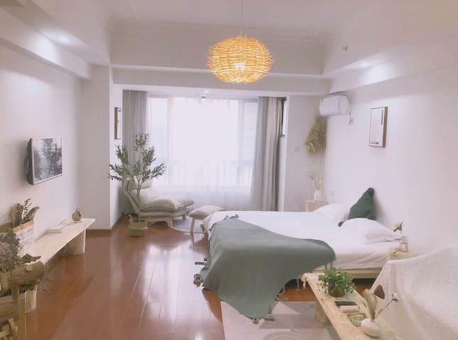 麦芽【叁月】万达广场/南翔/银泰商圈简约原木风格公寓