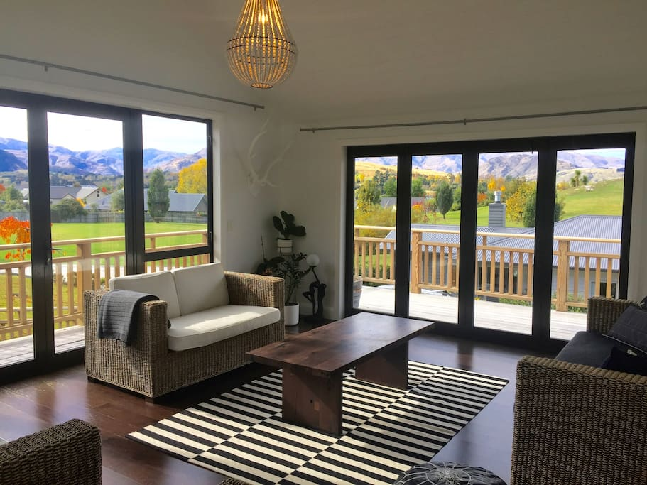 Second lounge/ sunroom with views towards Coronet Peak & the Crowne Range