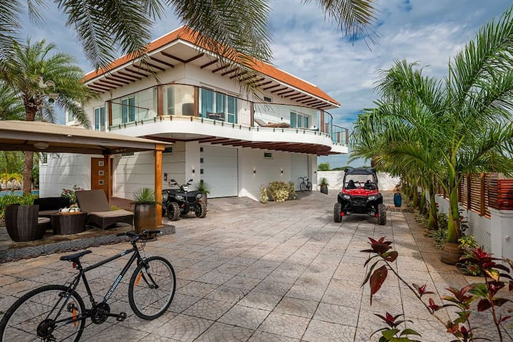 ⭐Beach-Front 4BR Pool Villa⭐ on ECR w/ Games, ATV