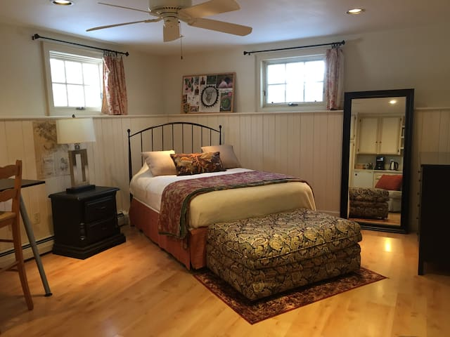 Private Suite in Large Home - Lexington - House
