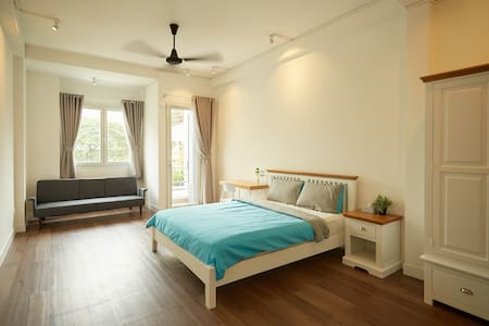 Ensuite room in artisan cafe with FREE breakfast! - Hô-Chi-Minh-Ville - Bed & Breakfast