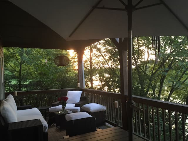 Beautiful River Retreat in Nashvillle / Retreat