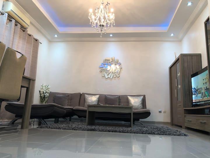 Joli meublé 104m2, moderne, calme et fonctionnel.