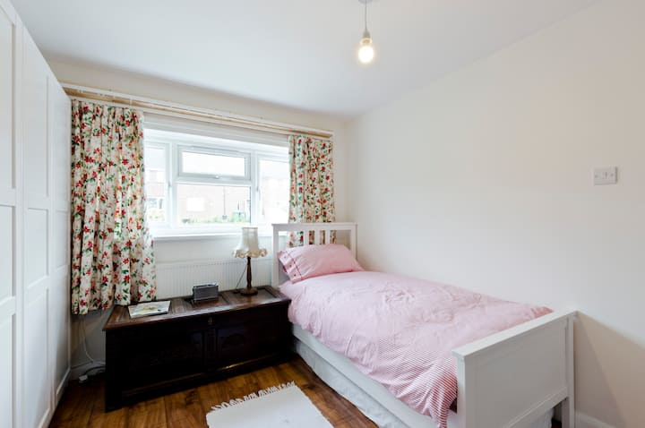 Comfortable single room/walking distance to center