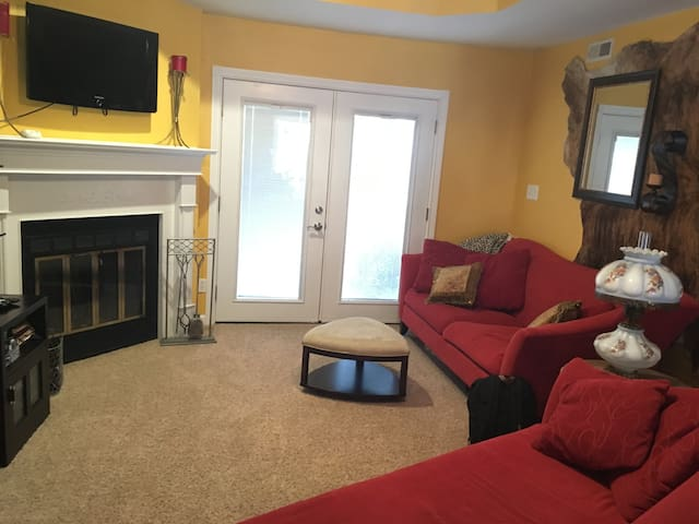 Close to Boating, Golfing, Shopping & Bagnell Dam. - Lake Ozark