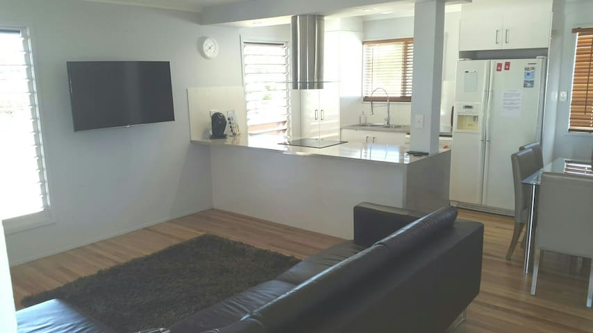 Renovated 3 bed house good as new! - Garbutt - Huis