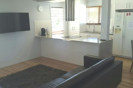 Renovated 3 bed house good as new! - Garbutt - Hus