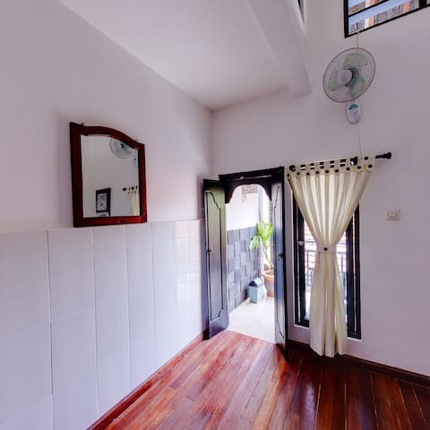 TirtaYogaInn,Twins Bedroom with FAN - Manggis - Bed & Breakfast