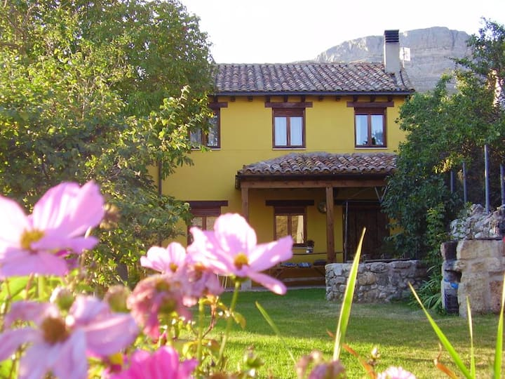House with 5 bedrooms in Amaya, with wonderful mountain view, enclosed garden and WiFi - 92 km from the slopes