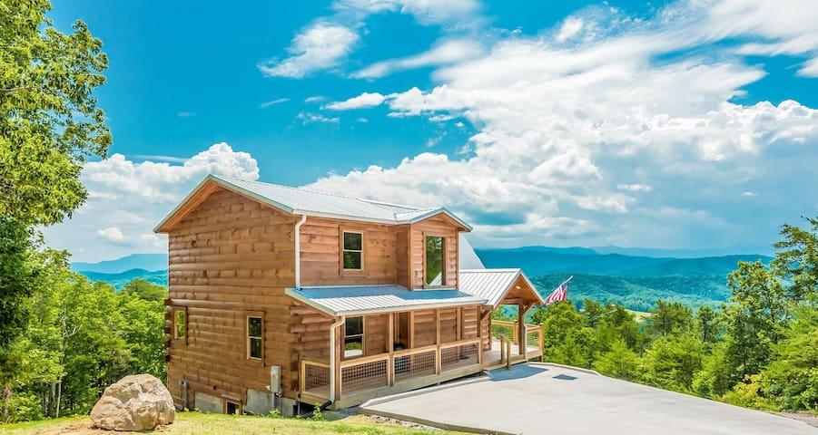 Brand New!  Elegant Cabin with Panoramic Views!