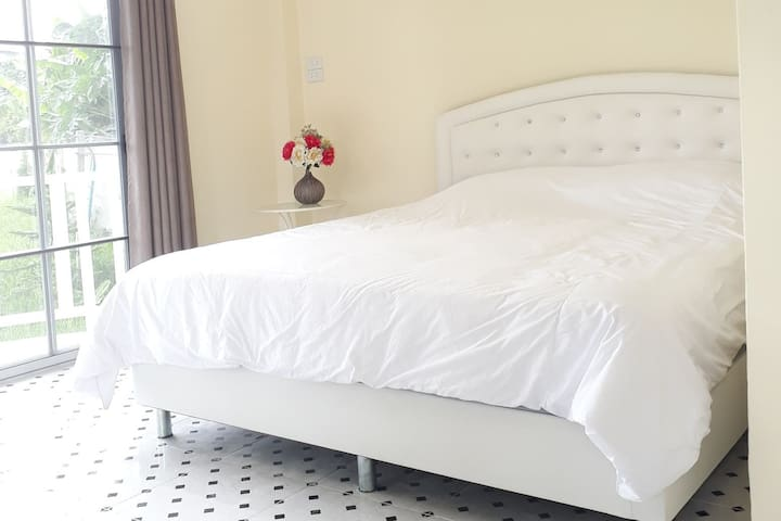 Chaisathan Cottage, Deluxe Room with 1 King bed
