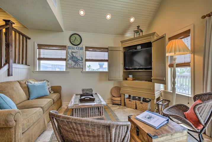 NEW! Galveston 'Sand Crab Cabin' w/Private Studio!