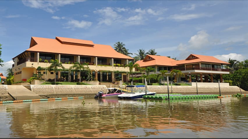 Maeklong Marina Resort: Grand Riverview (King Bed) - Khung Nam Won - Apartemen