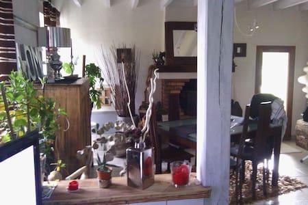 Petite maison accueillante - Chareil-Cintrat - Hus