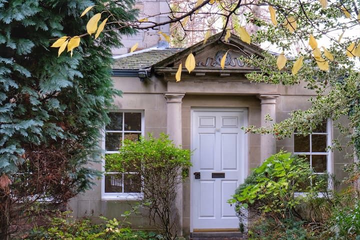 Gorgeous Cottage in 1820's property, Large Garden