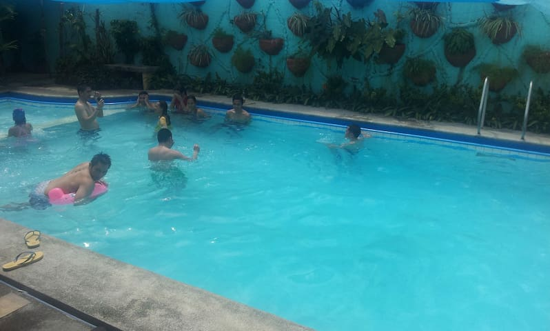 Hot springs, private pansol pool. - Calamba - Casa