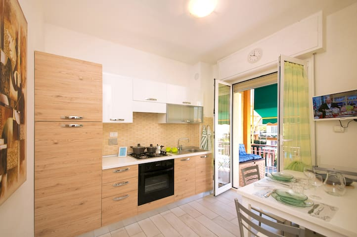 100 mt from the sea with wifi and air-conditioning - Pietra Ligure - Departamento