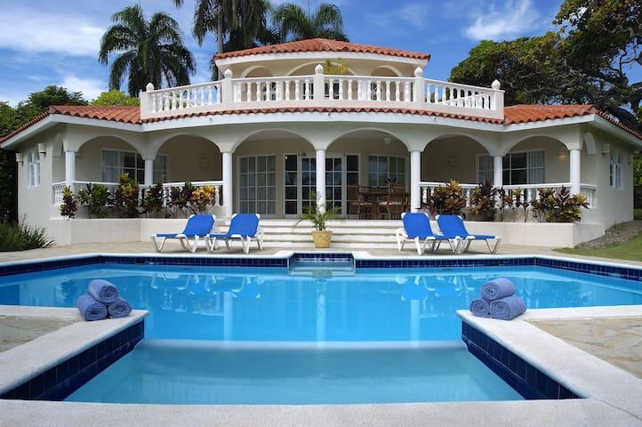 Luxury 3 Bedroom Villas in 5* All-Incl. VIP Resort