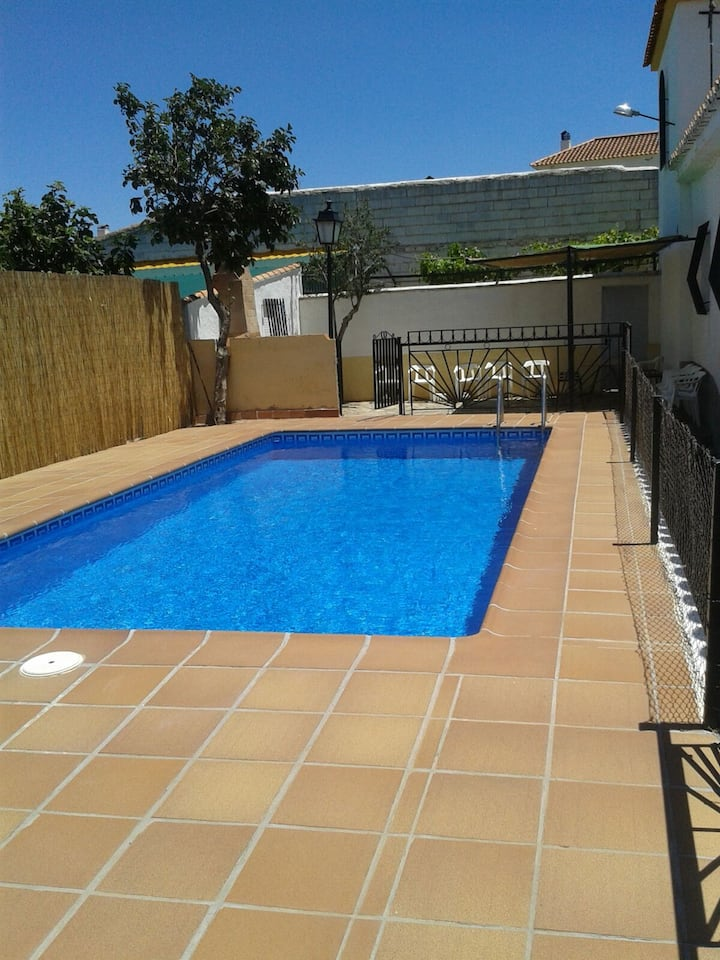 Chalet with 5 bedrooms in Cogollos de Guadix, with wonderful mountain view, private pool, enclosed garden - 31 km from the slopes
