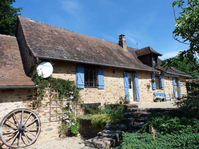 La Fermette at Les Lavandes - Sarrazac - Hus