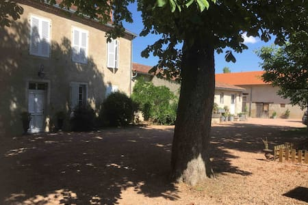 Grand gîte piscine, groupes familles,  Vichy 10mn