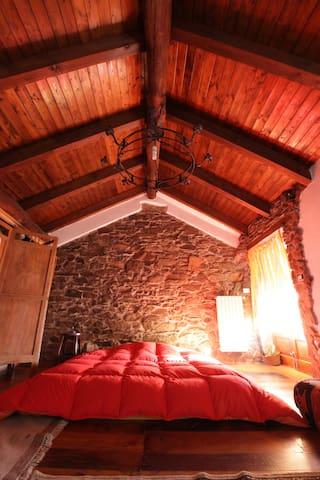 Elf house, room with shared bathroom