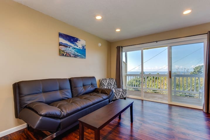 Dog-friendly oceanview condo with easy beach access & full kitchen!