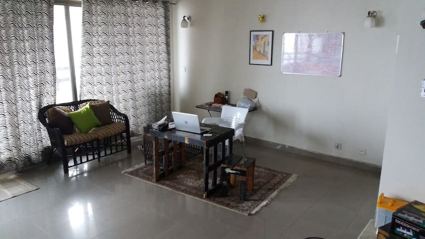 Chill Room in Apartment - Islamabad - Wohnung