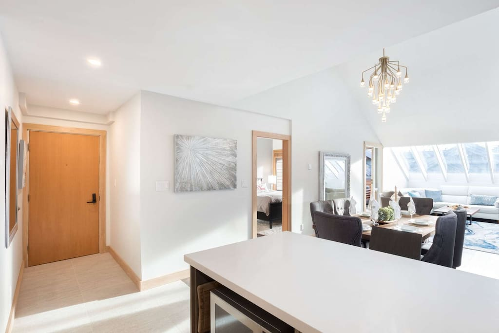 Spacious open plan, vaulted ceilings and plenty of seating and natural light