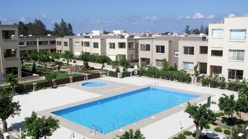 Zephyros Village 4 B18 49 Unique 2 bedroom apt - Paphos - Apartamento