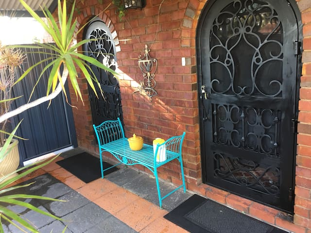 Ferndale Cottage  in pretty garden with pool. - Ferndale - Talo
