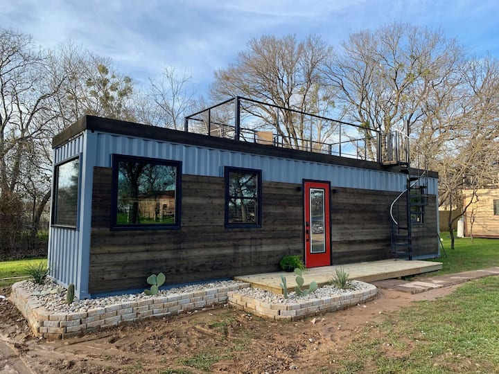 """The Hacienda"" Container Tiny Home 12 min. to Magnolia/Baylor"
