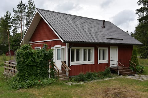 Cottage with amenities for holidays and work trips