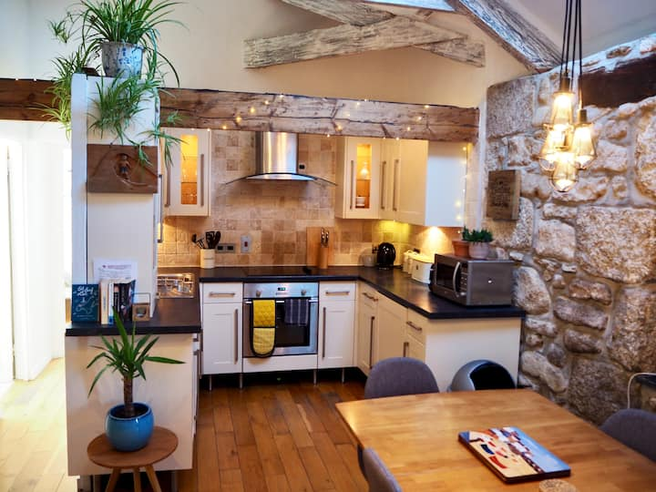 Boutique Barn Conversion St. Ives with parking
