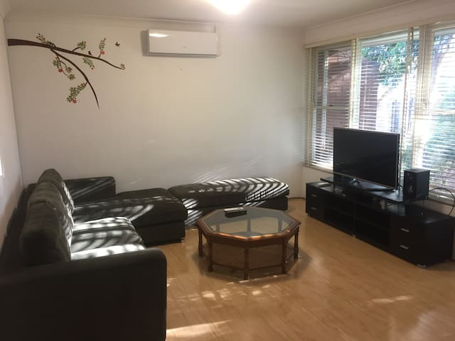 Entire Apartment-No Hassle, 3min walk to Train Stn - Epping - Leilighet