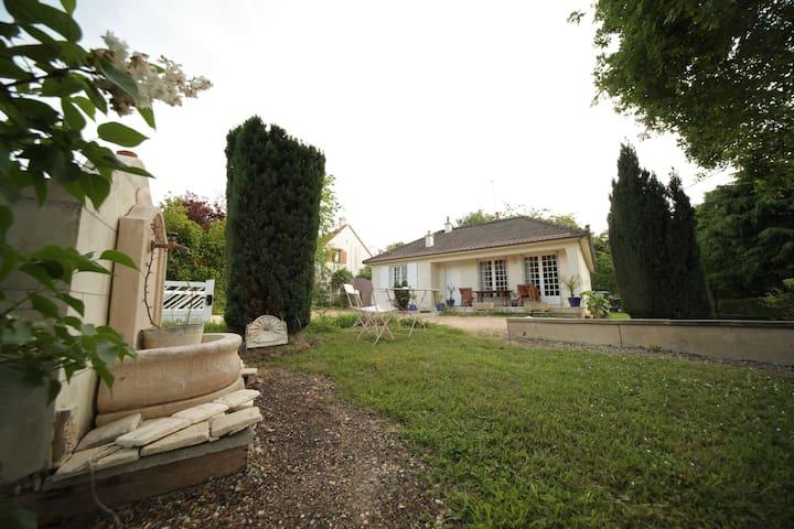 Maison avec jardin à 10 mn en bus de Tours