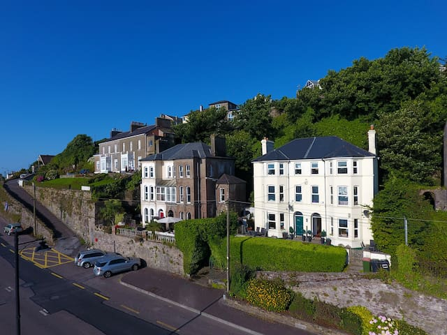 Luxury House. Amazing Seaside Location - Sleeps 8 - Youghal - Haus