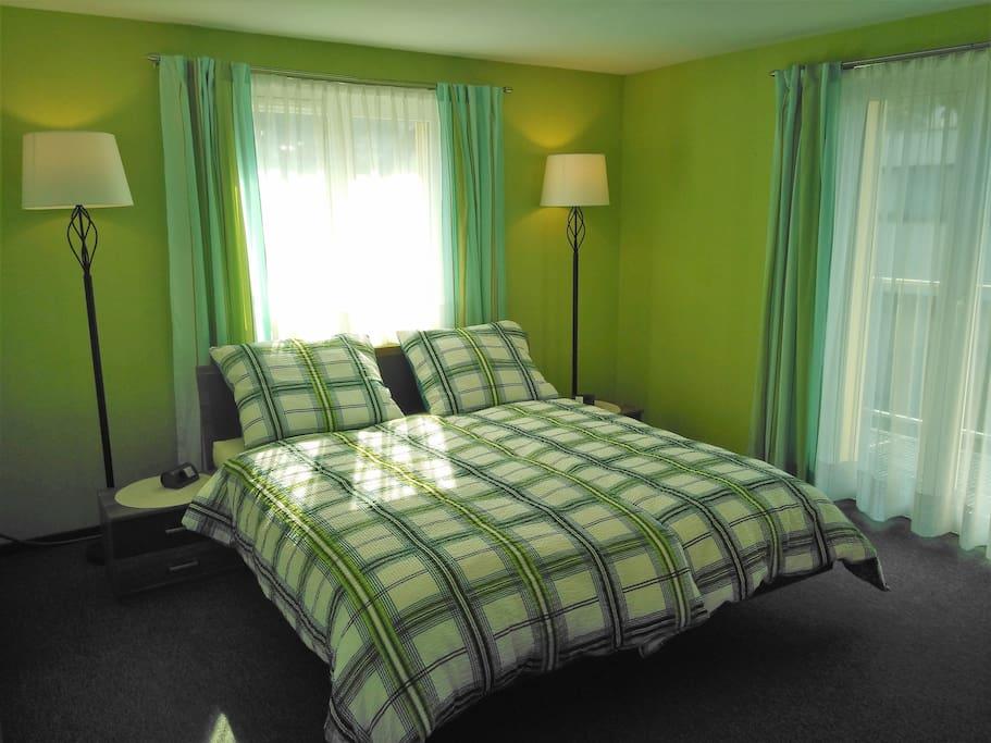 zimmer mit balkon und fernseher gn h user zur miete in dornbirn vorarlberg sterreich. Black Bedroom Furniture Sets. Home Design Ideas