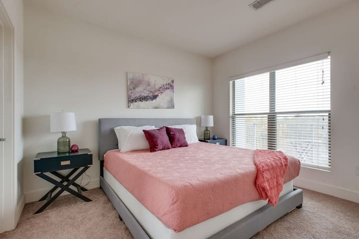 Dormigo Exciting One-Bedroom Steps from Five Points