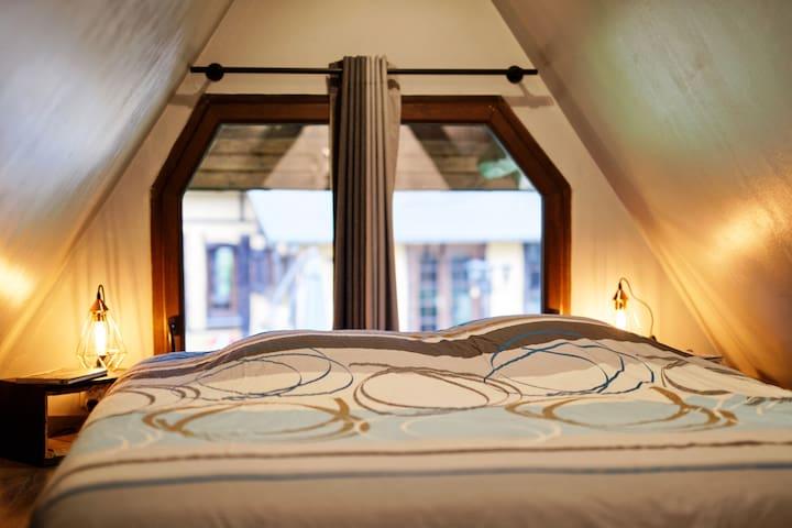 Chambre en mezzanine avec lit 160x200